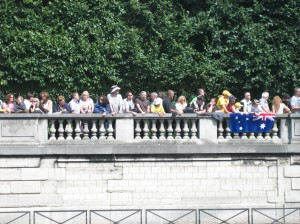 Tour fans at the Tuileries Photo by Jennifer Flueckiger